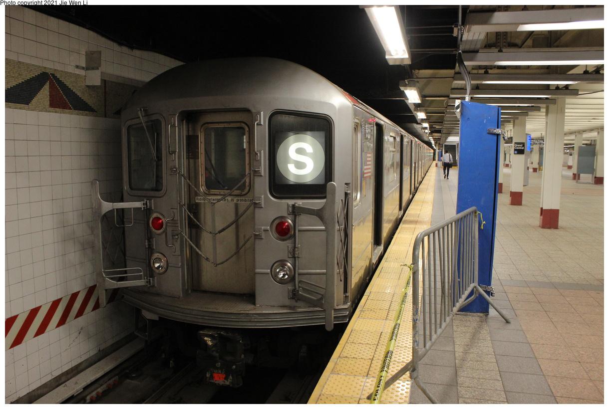 (387k, 1220x820)<br><b>Country:</b> United States<br><b>City:</b> New York<br><b>System:</b> New York City Transit<br><b>Line:</b> IRT Times Square-Grand Central Shuttle<br><b>Location:</b> Grand Central<br><b>Route:</b> S<br><b>Car:</b> R-62A (Bombardier, 1984-1987) 1955 <br><b>Photo by:</b> Jie Wen Li<br><b>Date:</b> 9/11/2021<br><b>Notes:</b> New 42 St shuttle configuration.<br><b>Viewed (this week/total):</b> 5 / 47
