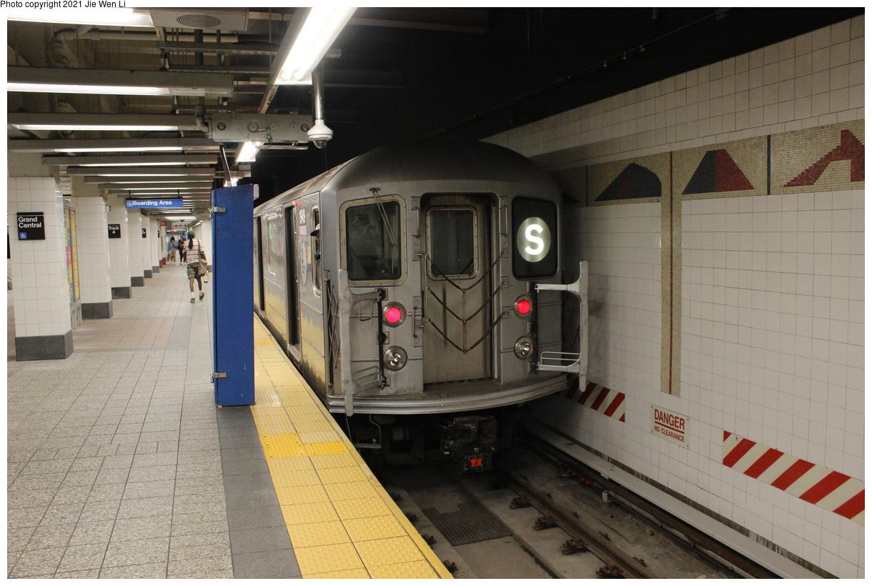 (391k, 1220x820)<br><b>Country:</b> United States<br><b>City:</b> New York<br><b>System:</b> New York City Transit<br><b>Line:</b> IRT Times Square-Grand Central Shuttle<br><b>Location:</b> Grand Central<br><b>Route:</b> S<br><b>Car:</b> R-62A (Bombardier, 1984-1987) 1949 <br><b>Photo by:</b> Jie Wen Li<br><b>Date:</b> 9/11/2021<br><b>Notes:</b> New 42 St shuttle configuration.<br><b>Viewed (this week/total):</b> 12 / 66