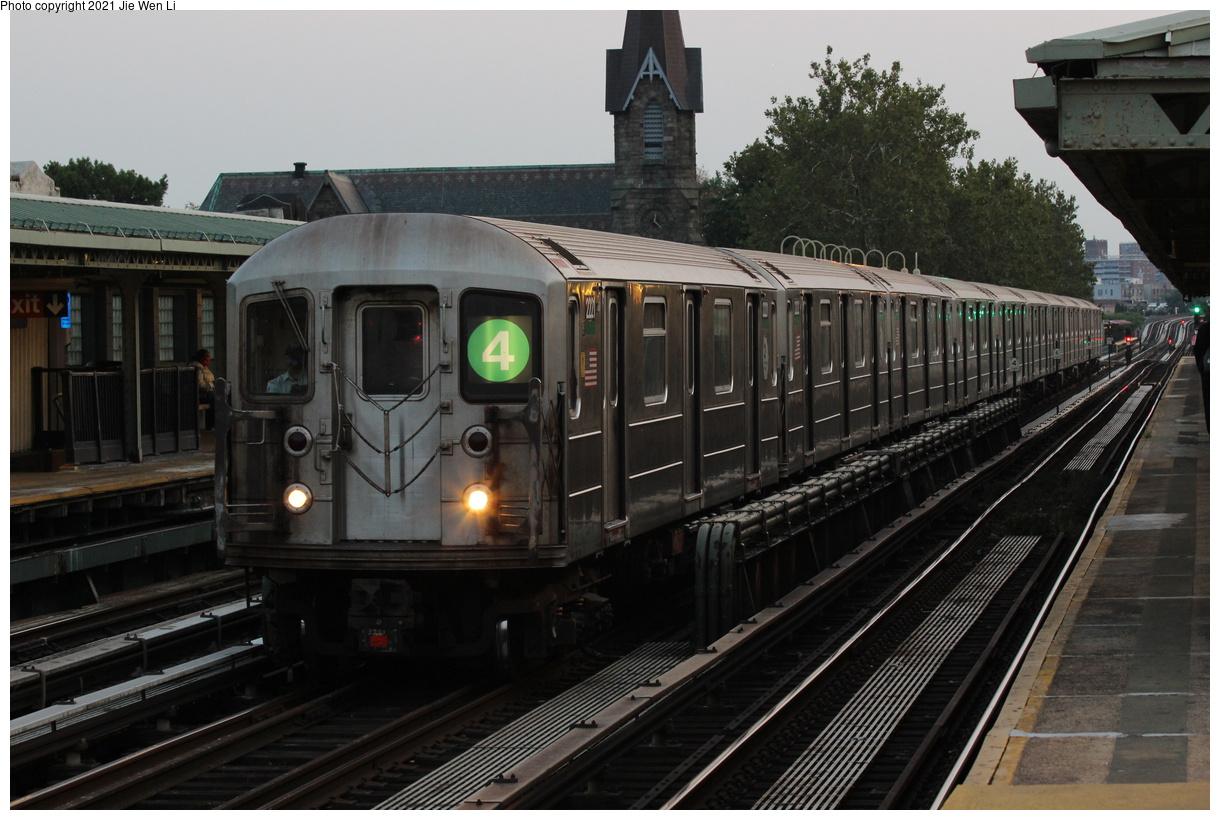 (377k, 1220x820)<br><b>Country:</b> United States<br><b>City:</b> New York<br><b>System:</b> New York City Transit<br><b>Line:</b> IRT Pelham Line<br><b>Location:</b> Westchester Square<br><b>Car:</b> R-62A (Bombardier, 1984-1987) 2221 <br><b>Photo by:</b> Jie Wen Li<br><b>Date:</b> 9/12/2021<br><b>Notes:</b> Borrowed from the 6 line due to split service at 125 St. Deadheading to Westchester Yard.<br><b>Viewed (this week/total):</b> 34 / 183