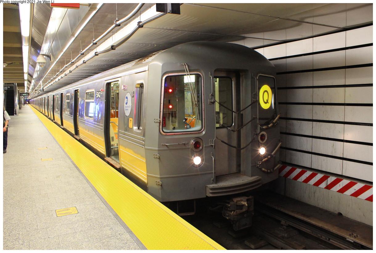 (433k, 1220x820)<br><b>Country:</b> United States<br><b>City:</b> New York<br><b>System:</b> New York City Transit<br><b>Line:</b> 2nd Avenue Subway<br><b>Location:</b> 96th Street<br><b>Route:</b> Q<br><b>Car:</b> R-68A (Kawasaki, 1988-1989) 5042 <br><b>Photo by:</b> Jie Wen Li<br><b>Date:</b> 9/17/2021<br><b>Viewed (this week/total):</b> 46 / 209