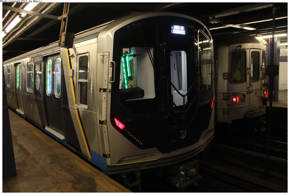 (351k, 1220x820)<br><b>Country:</b> United States<br><b>City:</b> New York<br><b>System:</b> New York City Transit<br><b>Line:</b> IND 6th Avenue Line<br><b>Location:</b> 2nd Avenue<br><b>Route:</b> Testing<br><b>Car:</b> R-211 (Kawasaki, 2021-) 4064 <br><b>Photo by:</b> Jie Wen Li<br><b>Date:</b> 9/17/2021<br><b>Notes:</b> With R-46 6128(Right). Clearance test on the 6 Av Line.<br><b>Viewed (this week/total):</b> 26 / 153