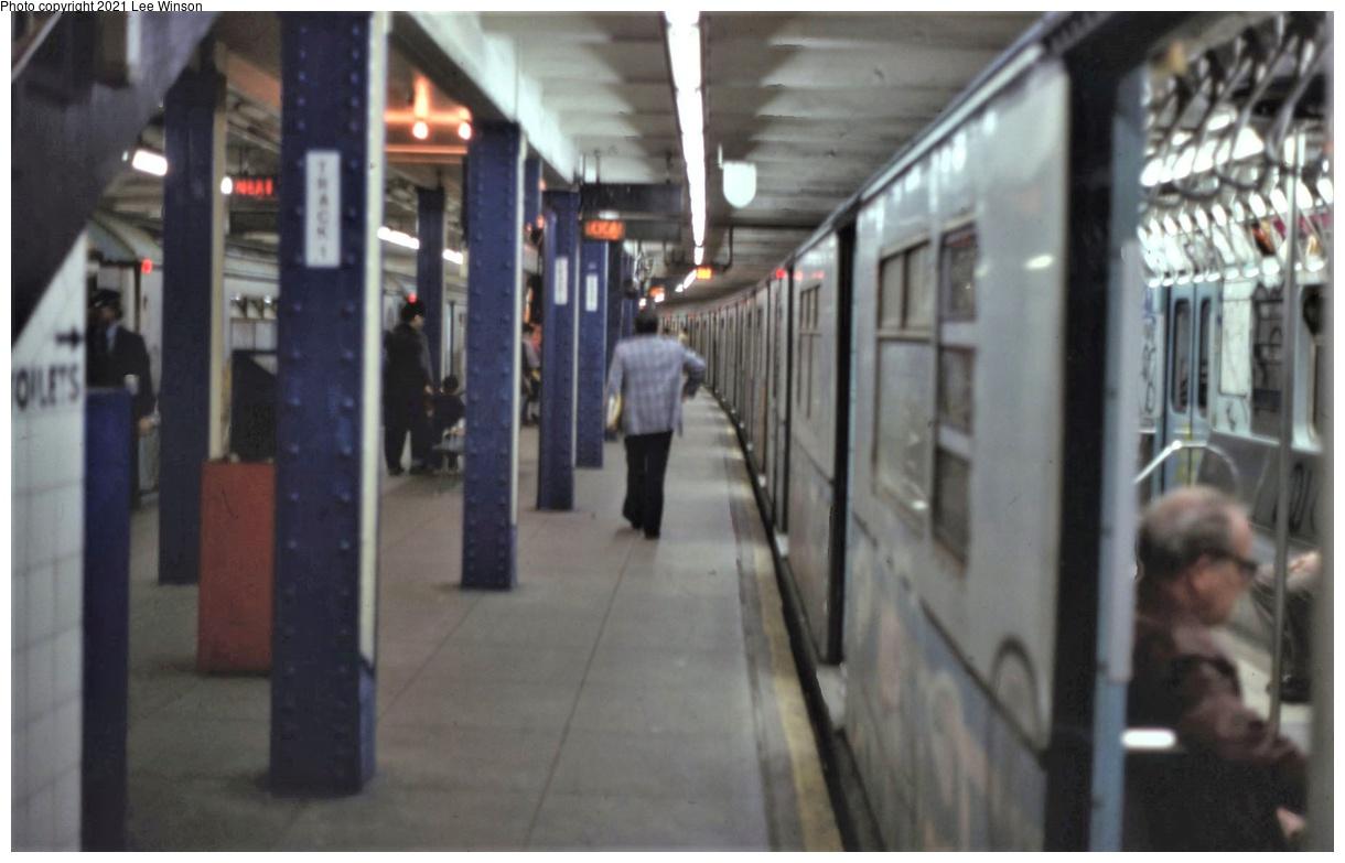 (250k, 1220x783)<br><b>Country:</b> United States<br><b>City:</b> New York<br><b>System:</b> New York City Transit<br><b>Line:</b> IRT Flushing Line<br><b>Location:</b> Main Street/Flushing<br><b>Route:</b> 7<br><b>Car:</b> R-36 World's Fair (St. Louis, 1963-64)  <br><b>Photo by:</b> Lee Winson<br><b>Date:</b> 5/1986<br><b>Viewed (this week/total):</b> 2 / 535