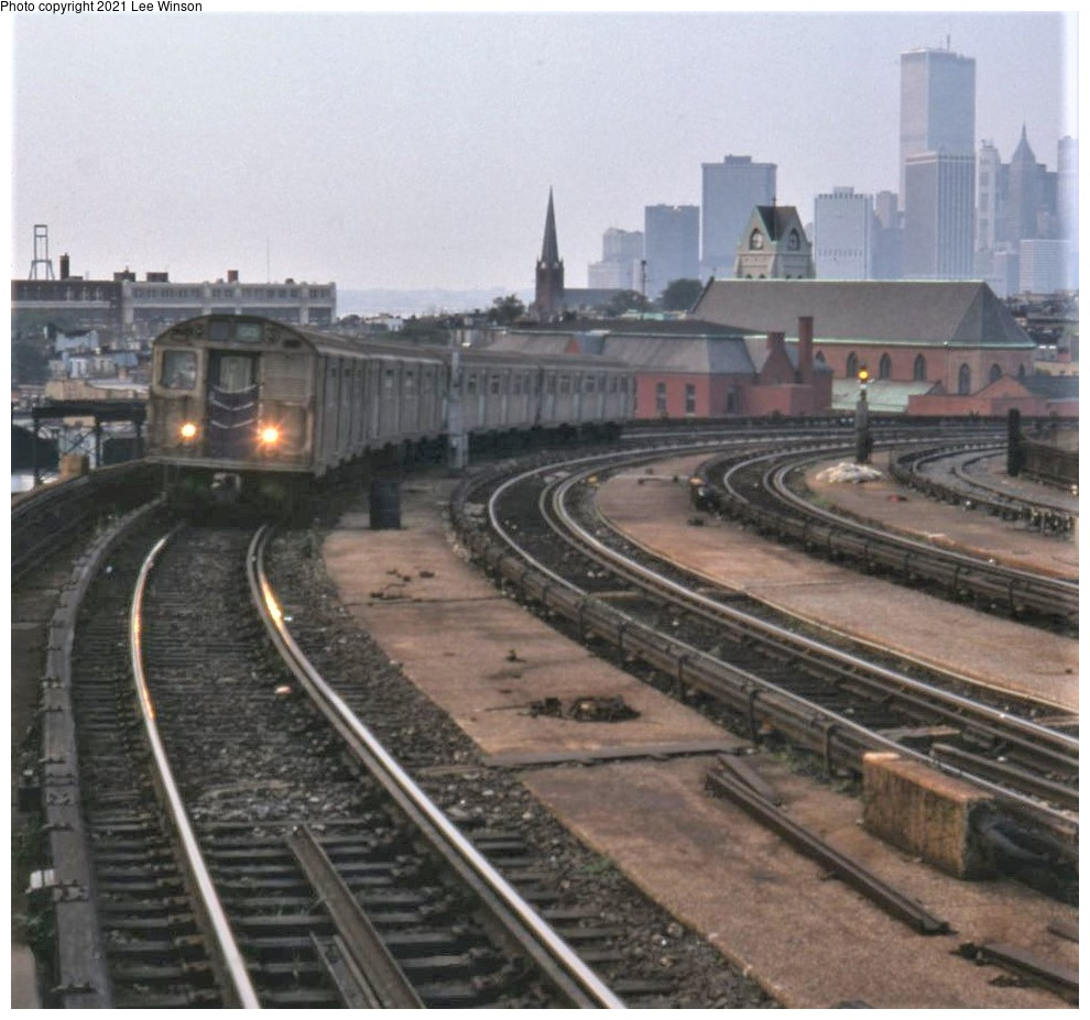 (289k, 990x927)<br><b>Country:</b> United States<br><b>City:</b> New York<br><b>System:</b> New York City Transit<br><b>Line:</b> IND Crosstown Line<br><b>Location:</b> Smith/9th Street<br><b>Route:</b> GG<br><b>Car:</b> R-32 (Budd, 1964)  <br><b>Photo by:</b> Lee Winson<br><b>Date:</b> 9/1981<br><b>Viewed (this week/total):</b> 3 / 610