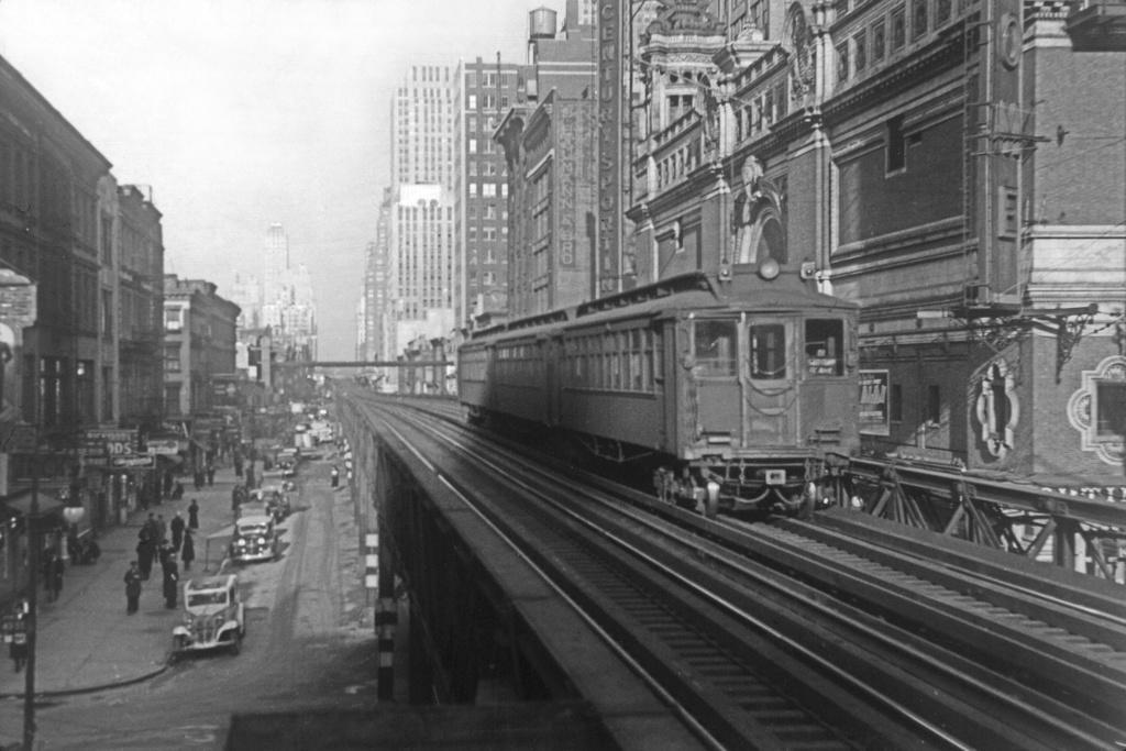 (236k, 1024x683)<br><b>Country:</b> United States<br><b>City:</b> New York<br><b>System:</b> New York City Transit<br><b>Line:</b> 6th Avenue El<br><b>Location:</b> 42nd Street<br><b>Photo by:</b> Frank Goldsmith<br><b>Collection of:</b> David Pirmann<br><b>Date:</b> 12/4/1938<br><b>Notes:</b> Last day of service<br><b>Viewed (this week/total):</b> 0 / 14324