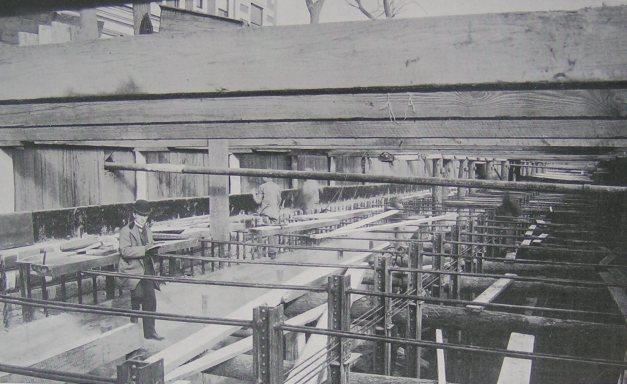 (56k, 627x384)<br><b>Country:</b> United States<br><b>City:</b> New York<br><b>System:</b> New York City Transit<br><b>Location:</b> Interborough Subway<br><b>Photo by:</b> IRT Company<br><b>Date:</b> 1904<br><b>Notes:</b> Reinforced concrete construction<br><b>Viewed (this week/total):</b> 1 / 8229