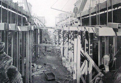 (64k, 500x344)<br><b>Country:</b> United States<br><b>City:</b> New York<br><b>System:</b> New York City Transit<br><b>Location:</b> Interborough Subway<br><b>Photo by:</b> IRT Company<br><b>Date:</b> 1904<br><b>Notes:</b> Surface railway tracks supported over excavation on Upper Broadway<br><b>Viewed (this week/total):</b> 2 / 9966