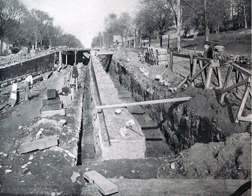 (73k, 500x390)<br><b>Country:</b> United States<br><b>City:</b> New York<br><b>System:</b> New York City Transit<br><b>Location:</b> Interborough Subway<br><b>Photo by:</b> IRT Company<br><b>Date:</b> 1904<br><b>Notes:</b> Moving brick and concrete retaining wall to make room for third track, Broadway and 134th Street<br><b>Viewed (this week/total):</b> 1 / 8365