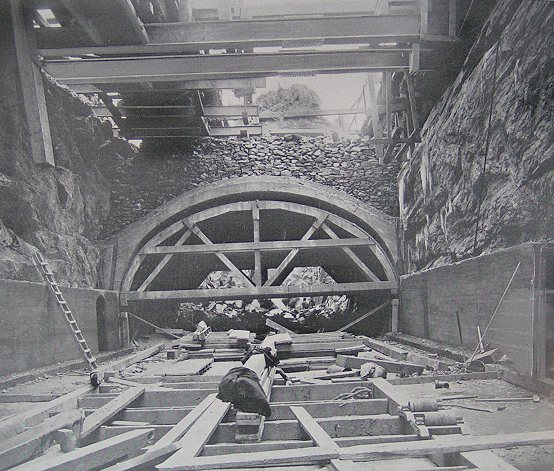 (89k, 554x471)<br><b>Country:</b> United States<br><b>City:</b> New York<br><b>System:</b> New York City Transit<br><b>Location:</b> Interborough Subway<br><b>Photo by:</b> IRT Company<br><b>Date:</b> 1904<br><b>Notes:</b> Three-track concrete arch, 117th Street and Broadway<br><b>Viewed (this week/total):</b> 2 / 8049
