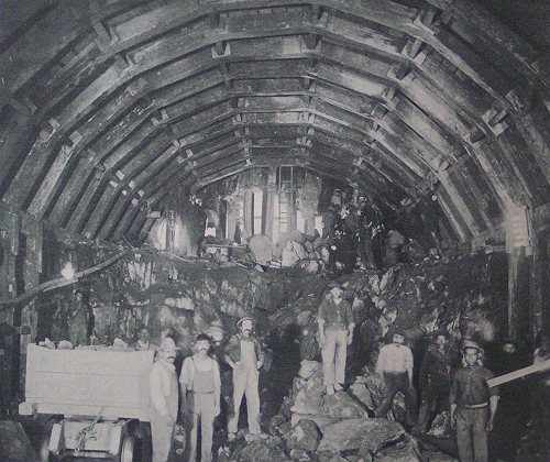 (65k, 500x420)<br><b>Country:</b> United States<br><b>City:</b> New York<br><b>System:</b> New York City Transit<br><b>Location:</b> Interborough Subway<br><b>Photo by:</b> IRT Company<br><b>Date:</b> 1904<br><b>Notes:</b> Construction of Fort George Tunnel<br><b>Viewed (this week/total):</b> 2 / 8824