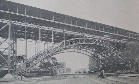 (50k, 581x353)<br><b>Country:</b> United States<br><b>City:</b> New York<br><b>System:</b> New York City Transit<br><b>Line:</b> IRT West Side Line<br><b>Location:</b> 125th Street<br><b>Photo by:</b> IRT Company<br><b>Date:</b> 1904<br><b>Notes:</b> Completed arch at Manhattan Street<br><b>Viewed (this week/total):</b> 3 / 7755