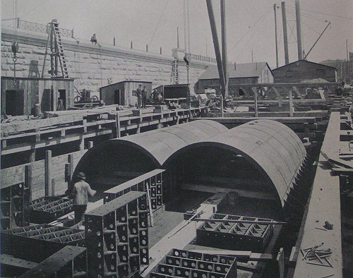 (55k, 500x394)<br><b>Country:</b> United States<br><b>City:</b> New York<br><b>System:</b> New York City Transit<br><b>Location:</b> Interborough Subway<br><b>Photo by:</b> IRT Company<br><b>Date:</b> 1904<br><b>Notes:</b> Assembling iron work on pontoon, Harlem River Tunnel<br><b>Viewed (this week/total):</b> 2 / 6191