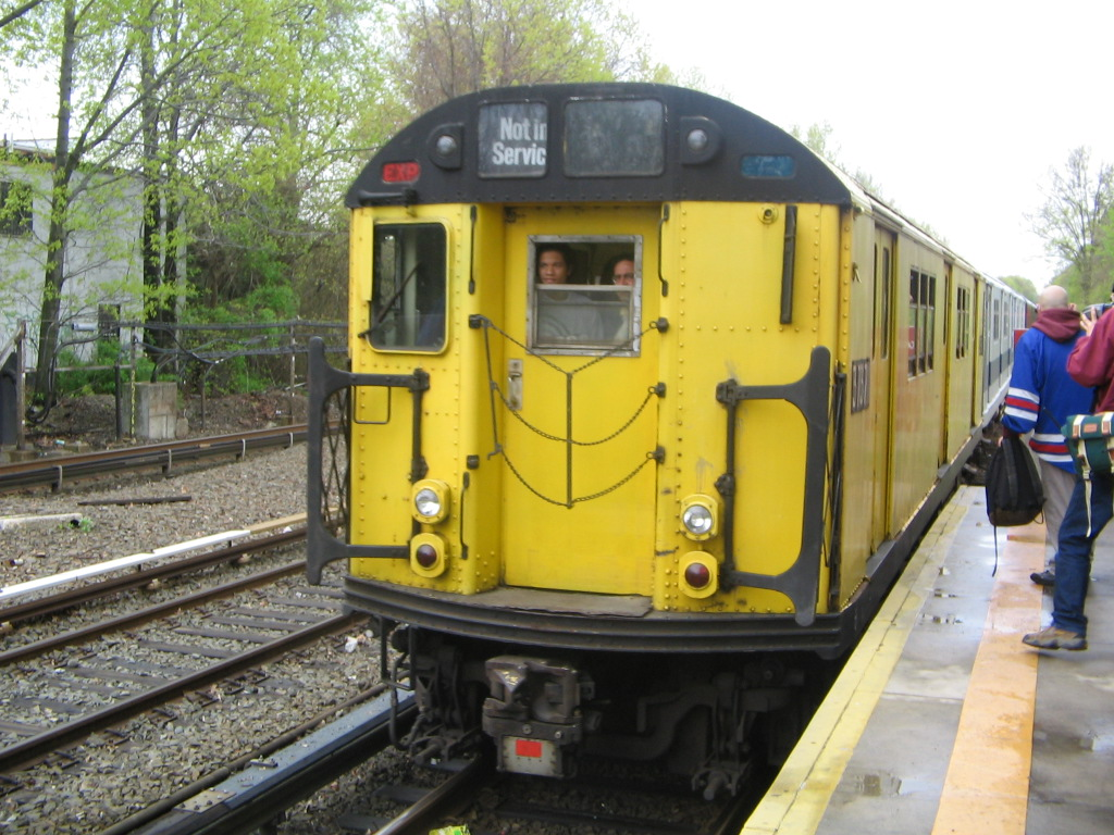 (283k, 1024x768)<br><b>Country:</b> United States<br><b>City:</b> New York<br><b>System:</b> New York City Transit<br><b>Line:</b> IRT Dyre Ave. Line<br><b>Location:</b> Gun Hill Road<br><b>Route:</b> Fan Trip<br><b>Car:</b> R-22 (St. Louis, 1957-58) 37371 <br><b>Photo by:</b> Jose Martinez<br><b>Date:</b> 5/1/2005<br><b>Notes:</b> Work Motor 37371 on fantrip.<br><b>Viewed (this week/total):</b> 2 / 3600