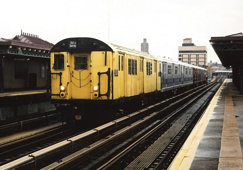 (207k, 800x561)<br><b>Country:</b> United States<br><b>City:</b> New York<br><b>System:</b> New York City Transit<br><b>Line:</b> IRT West Side Line<br><b>Location:</b> 207th Street<br><b>Route:</b> Fan Trip<br><b>Car:</b> R-22 (St. Louis, 1957-58) 37371 <br><b>Photo by:</b> Gary Chatterton<br><b>Date:</b> 5/1/2005<br><b>Notes:</b> Work Motor 37371 on fantrip.<br><b>Viewed (this week/total):</b> 1 / 3480