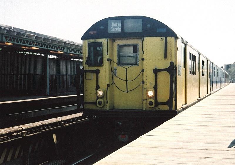 (195k, 800x561)<br><b>Country:</b> United States<br><b>City:</b> New York<br><b>System:</b> New York City Transit<br><b>Line:</b> IRT White Plains Road Line<br><b>Location:</b> 238th Street (Nereid Avenue)<br><b>Route:</b> Fan Trip<br><b>Car:</b> R-22 (St. Louis, 1957-58) 37371 <br><b>Photo by:</b> Gary Chatterton<br><b>Date:</b> 5/1/2005<br><b>Notes:</b> Work Motor 37371 on fantrip.<br><b>Viewed (this week/total):</b> 4 / 3589