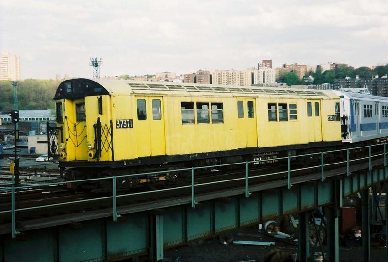 (60k, 800x540)<br><b>Country:</b> United States<br><b>City:</b> New York<br><b>System:</b> New York City Transit<br><b>Location:</b> 207th Street Yard<br><b>Route:</b> Fan Trip<br><b>Car:</b> R-22 (St. Louis, 1957-58) 37371 <br><b>Photo by:</b> Gary Chatterton<br><b>Date:</b> 5/1/2005<br><b>Notes:</b> Work Motor 37371 on fantrip.<br><b>Viewed (this week/total):</b> 0 / 2761