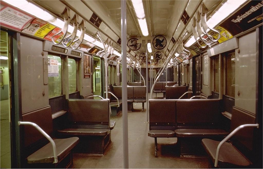 (201k, 1024x658)<br><b>Country:</b> United States<br><b>City:</b> New York<br><b>System:</b> New York City Transit<br><b>Line:</b> IND 8th Avenue Line<br><b>Location:</b> 207th Street<br><b>Car:</b> R-10 (American Car & Foundry, 1948) 3189 <br><b>Photo by:</b> Joe Testagrose<br><b>Date:</b> 8/1969<br><b>Viewed (this week/total):</b> 24 / 23108