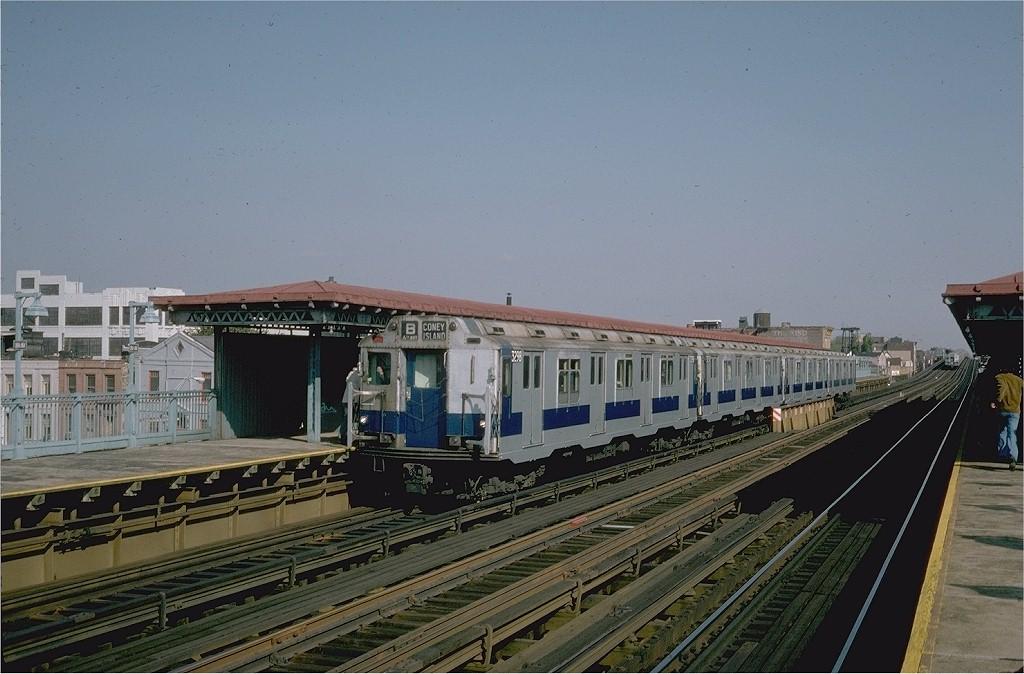 (185k, 1024x674)<br><b>Country:</b> United States<br><b>City:</b> New York<br><b>System:</b> New York City Transit<br><b>Line:</b> BMT Astoria Line<br><b>Location:</b> 39th/Beebe Aves.<br><b>Route:</b> Fan Trip<br><b>Car:</b> R-10 (American Car & Foundry, 1948) 3298 <br><b>Photo by:</b> Steve Zabel<br><b>Collection of:</b> Joe Testagrose<br><b>Date:</b> 10/23/1976<br><b>Viewed (this week/total):</b> 0 / 5006