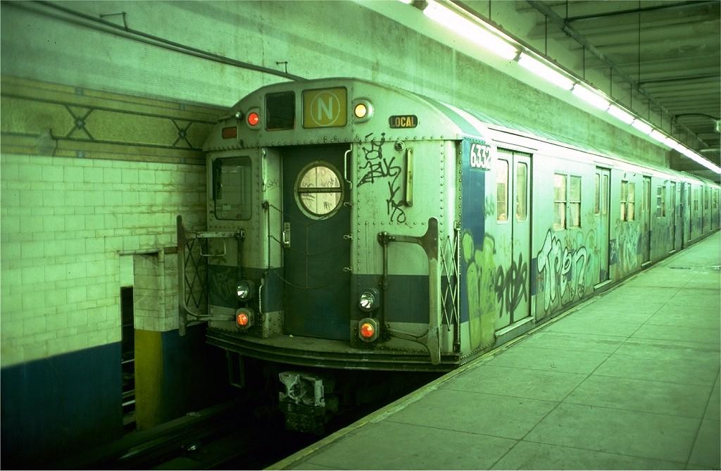 (183k, 1024x669)<br><b>Country:</b> United States<br><b>City:</b> New York<br><b>System:</b> New York City Transit<br><b>Line:</b> BMT 4th Avenue Line<br><b>Location:</b> Pacific Street (Atlantic Avenue–Barclays Center)<br><b>Route:</b> N<br><b>Car:</b> R-16 (American Car & Foundry, 1955) 6332 <br><b>Photo by:</b> Joe Testagrose<br><b>Date:</b> 12/5/1976<br><b>Viewed (this week/total):</b> 0 / 8204