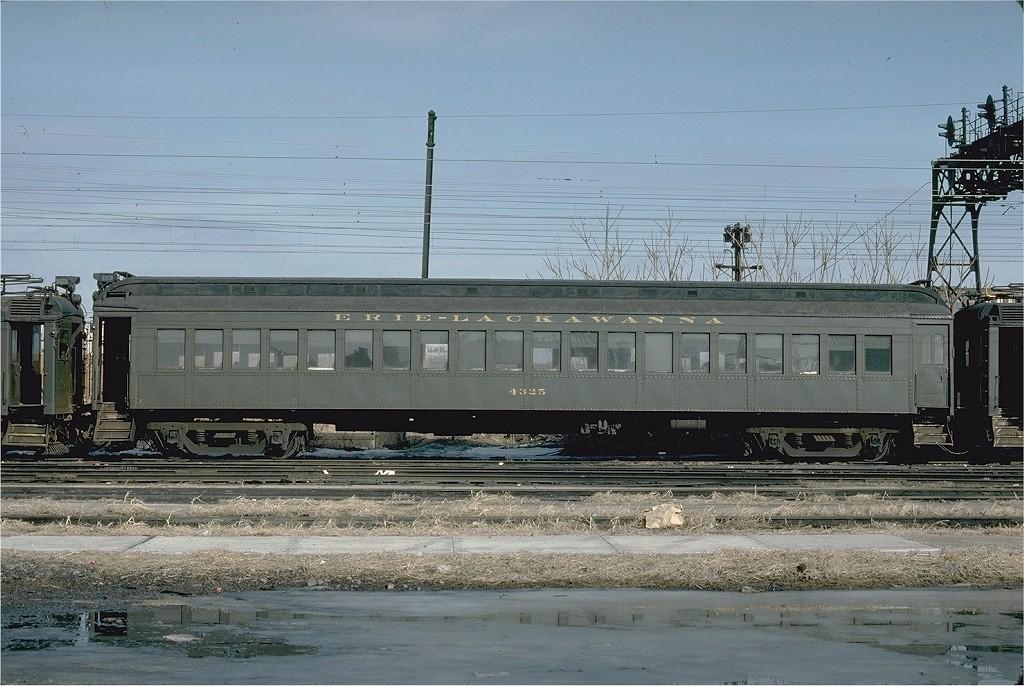 (216k, 1024x686)<br><b>Country:</b> United States<br><b>City:</b> Hoboken, NJ<br><b>System:</b> NJ Transit (or Predecessor)<br><b>Location:</b> Hoboken Terminal<br><b>Car:</b> Erie-Lackawanna EMU 4325 <br><b>Photo by:</b> Ed McKernan<br><b>Collection of:</b> Joe Testagrose<br><b>Date:</b> 2/12/1977<br><b>Viewed (this week/total):</b> 1 / 2180