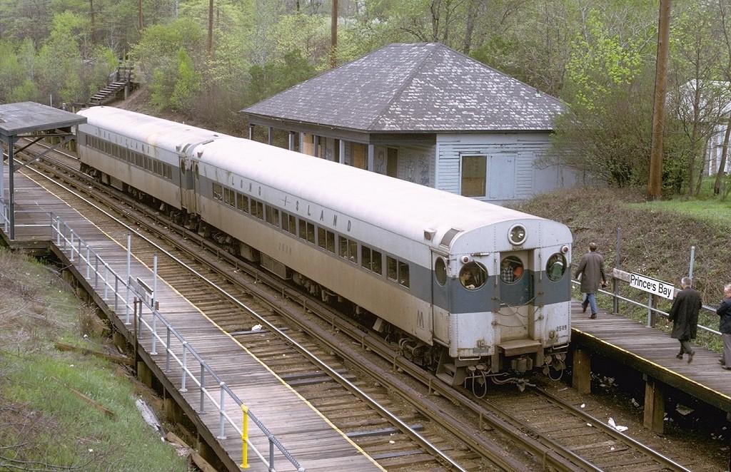 (273k, 1024x662)<br><b>Country:</b> United States<br><b>City:</b> New York<br><b>System:</b> New York City Transit<br><b>Line:</b> SIRT<br><b>Location:</b> Prince's Bay<br><b>Route:</b> Fan Trip<br><b>Car:</b> LIRR MP72 2509 <br><b>Collection of:</b> Joe Testagrose<br><b>Date:</b> 4/28/1973<br><b>Notes:</b> Borrowed LIRR coaches on SIRT<br><b>Viewed (this week/total):</b> 0 / 9266