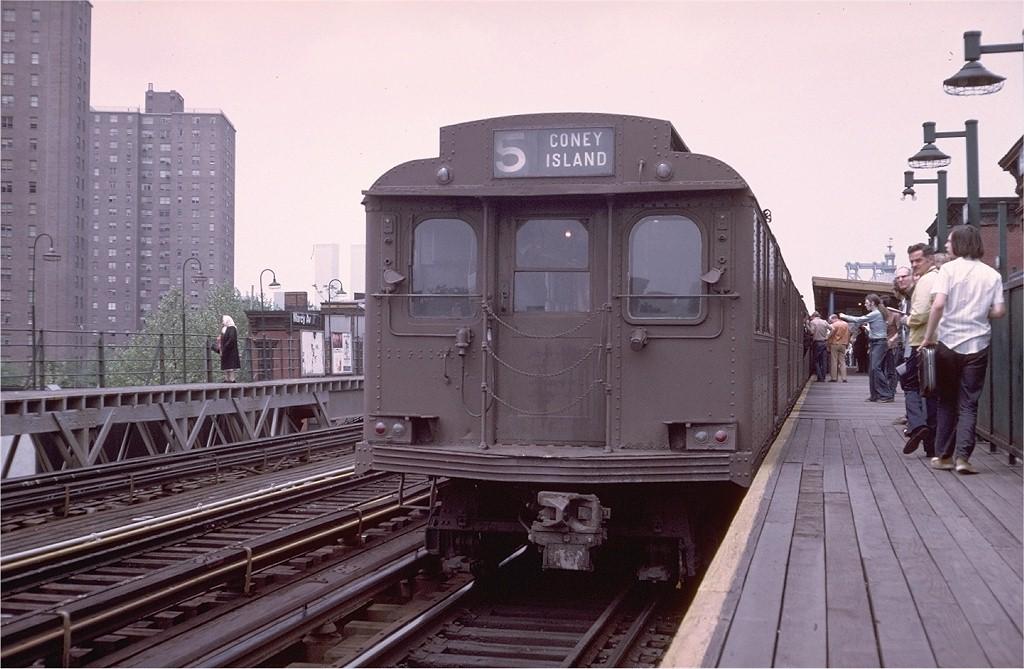 (183k, 1024x669)<br><b>Country:</b> United States<br><b>City:</b> New York<br><b>System:</b> New York City Transit<br><b>Line:</b> BMT Nassau Street-Jamaica Line<br><b>Location:</b> Marcy Avenue<br><b>Route:</b> Fan Trip<br><b>Car:</b> BMT D-Type Triplex 6095 <br><b>Photo by:</b> Doug Grotjahn<br><b>Collection of:</b> Joe Testagrose<br><b>Date:</b> 5/18/1975<br><b>Viewed (this week/total):</b> 0 / 3958