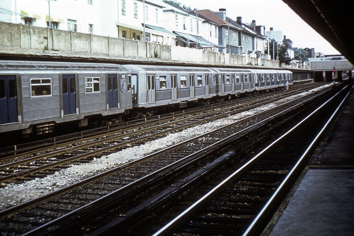 (575k, 1200x800)<br><b>Country:</b> United States<br><b>City:</b> New York<br><b>System:</b> New York City Transit<br><b>Line:</b> BMT Sea Beach Line<br><b>Location:</b> Avenue U<br><b>Route:</b> N<br><b>Car:</b> R-42 (St. Louis, 1969-1970) 4649 <br><b>Collection of:</b> David Pirmann<br><b>Viewed (this week/total):</b> 2 / 4407