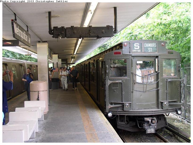 (98k, 820x619)<br><b>Country:</b> United States<br><b>City:</b> New York<br><b>System:</b> New York City Transit<br><b>Line:</b> BMT Myrtle Avenue Line<br><b>Location:</b> Metropolitan Avenue<br><b>Route:</b> Fan Trip<br><b>Car:</b> R-4 (American Car & Foundry, 1932-1933) 484 <br><b>Photo by:</b> Christopher Sattler<br><b>Date:</b> 6/28/2003<br><b>Viewed (this week/total):</b> 2 / 5890