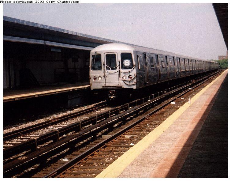 (90k, 755x591)<br><b>Country:</b> United States<br><b>City:</b> New York<br><b>System:</b> New York City Transit<br><b>Line:</b> IND Rockaway Line<br><b>Location:</b> Beach 90th Street/Holland<br><b>Route:</b> S<br><b>Car:</b> R-44 (St. Louis, 1971-73) 5264 <br><b>Photo by:</b> Gary Chatterton<br><b>Date:</b> 6/28/2003<br><b>Viewed (this week/total):</b> 5 / 4816