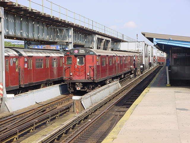 (59k, 640x480)<br><b>Country:</b> United States<br><b>City:</b> New York<br><b>System:</b> New York City Transit<br><b>Line:</b> IRT Flushing Line<br><b>Location:</b> 111th Street<br><b>Route:</b> 7<br><b>Car:</b> R-36 World's Fair (St. Louis, 1963-64)  <br><b>Photo by:</b> Salaam Allah<br><b>Date:</b> 9/21/2002<br><b>Viewed (this week/total):</b> 0 / 5198