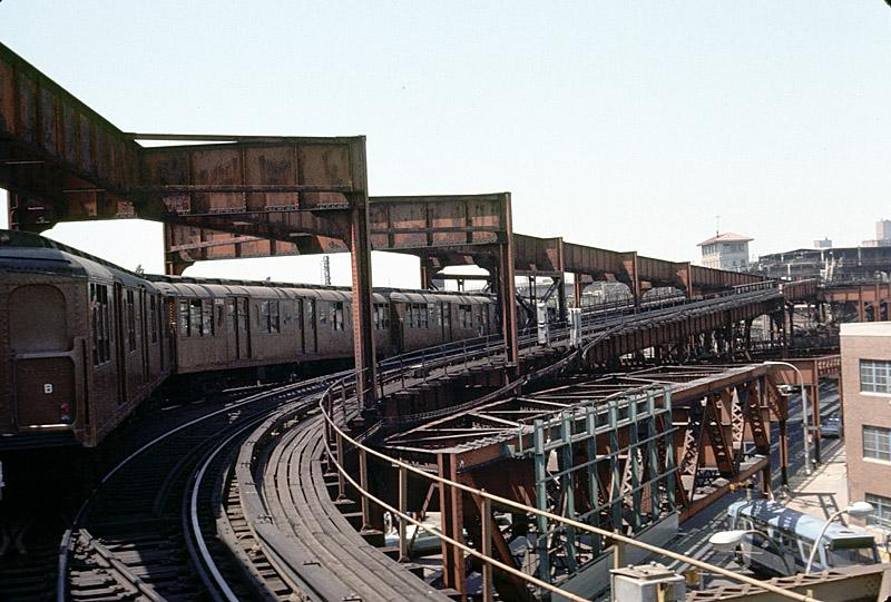 (98k, 800x541)<br><b>Country:</b> United States<br><b>City:</b> New York<br><b>System:</b> New York City Transit<br><b>Line:</b> BMT Nassau Street-Jamaica Line<br><b>Location:</b> Alabama Avenue<br><b>Route:</b> Fan Trip<br><b>Car:</b> BMT A/B-Type Standard 2390-2392 <br><b>Photo by:</b> Richard Ondrovic<br><b>Date:</b> 4/30/1977<br><b>Viewed (this week/total):</b> 1 / 6902
