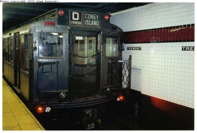 (58k, 820x553)<br><b>Country:</b> United States<br><b>City:</b> New York<br><b>System:</b> New York City Transit<br><b>Line:</b> IND Concourse Line<br><b>Location:</b> Tremont Avenue<br><b>Route:</b> Fan Trip<br><b>Car:</b> R-4 (American Car & Foundry, 1932-1933) 484 <br><b>Photo by:</b> Adam Kaminsky<br><b>Date:</b> 8/24/2003<br><b>Viewed (this week/total):</b> 1 / 5540
