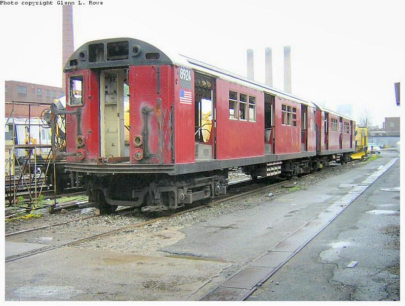 (135k, 820x620)<br><b>Country:</b> United States<br><b>City:</b> New York<br><b>System:</b> New York City Transit<br><b>Location:</b> 207th Street Yard<br><b>Car:</b> R-33 Main Line (St. Louis, 1962-63) 8924 <br><b>Photo by:</b> Glenn L. Rowe<br><b>Date:</b> 6/13/2003<br><b>Viewed (this week/total):</b> 0 / 4879