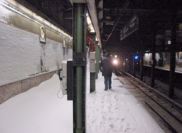(65k, 606x444)<br><b>Country:</b> United States<br><b>City:</b> New York<br><b>System:</b> New York City Transit<br><b>Line:</b> IRT Brooklyn Line<br><b>Location:</b> Borough Hall (East Side Branch)<br><b>Photo by:</b> IRTSubwaypix<br><b>Date:</b> 2/17/2003<br><b>Viewed (this week/total):</b> 0 / 8754