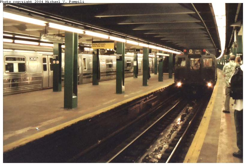 (81k, 820x553)<br><b>Country:</b> United States<br><b>City:</b> New York<br><b>System:</b> New York City Transit<br><b>Line:</b> IND Concourse Line<br><b>Location:</b> Bedford Park Boulevard<br><b>Route:</b> Fan Trip<br><b>Car:</b> R-4 (American Car & Foundry, 1932-1933) 484 <br><b>Photo by:</b> Michael Pompili<br><b>Date:</b> 8/24/2003<br><b>Viewed (this week/total):</b> 2 / 5340