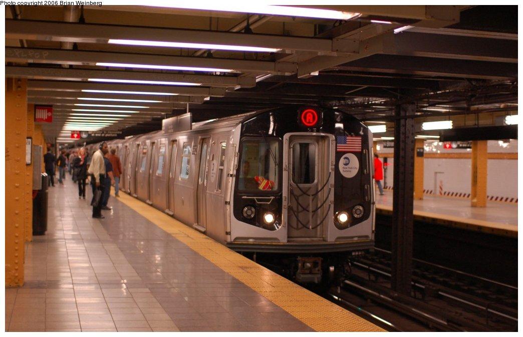 (183k, 1044x673)<br><b>Country:</b> United States<br><b>City:</b> New York<br><b>System:</b> New York City Transit<br><b>Line:</b> IND 8th Avenue Line<br><b>Location:</b> 14th Street<br><b>Route:</b> A<br><b>Car:</b> R-160A-2 (Alstom, 2005-2008, 5 car sets) 8662 <br><b>Photo by:</b> Brian Weinberg<br><b>Date:</b> 10/17/2006<br><b>Notes:</b> Second day of 30 day test.<br><b>Viewed (this week/total):</b> 1 / 8693