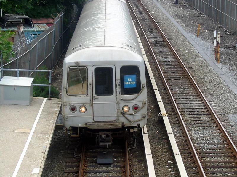 (138k, 800x600)<br><b>Country:</b> United States<br><b>City:</b> New York<br><b>System:</b> New York City Transit<br><b>Line:</b> SIRT<br><b>Location:</b> Atlantic<br><b>Car:</b> R-44 SIRT (St. Louis, 1971-1973)  <br><b>Photo by:</b> Christopher Rivera<br><b>Date:</b> 8/18/2003<br><b>Viewed (this week/total):</b> 0 / 6418