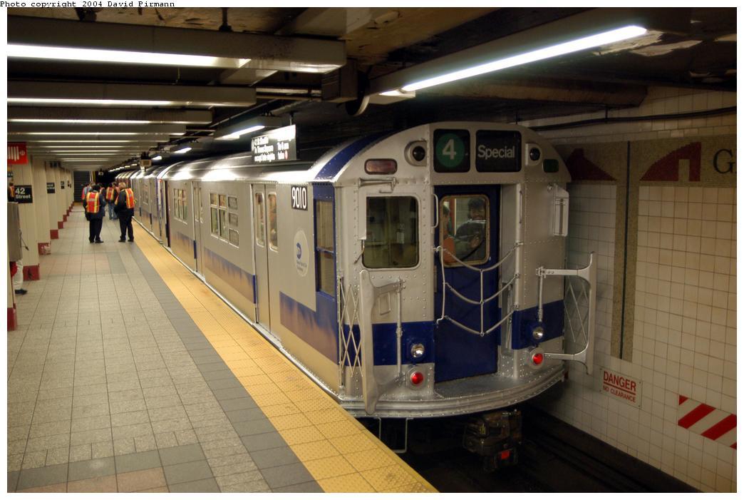(156k, 1044x701)<br><b>Country:</b> United States<br><b>City:</b> New York<br><b>System:</b> New York City Transit<br><b>Line:</b> IRT Times Square-Grand Central Shuttle<br><b>Location:</b> Grand Central<br><b>Route:</b> Fan Trip<br><b>Car:</b> R-33 Main Line (St. Louis, 1962-63) 9010 <br><b>Photo by:</b> David Pirmann<br><b>Date:</b> 4/17/2004<br><b>Viewed (this week/total):</b> 1 / 6748
