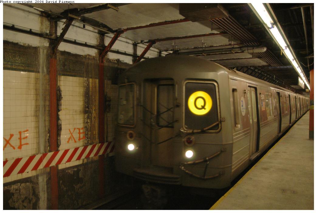 (135k, 1044x701)<br><b>Country:</b> United States<br><b>City:</b> New York<br><b>System:</b> New York City Transit<br><b>Line:</b> BMT Broadway Line<br><b>Location:</b> Times Square/42nd Street<br><b>Route:</b> Q<br><b>Car:</b> R-68 (Westinghouse-Amrail, 1986-1988) 2826 <br><b>Photo by:</b> David Pirmann<br><b>Date:</b> 4/17/2004<br><b>Viewed (this week/total):</b> 0 / 6952