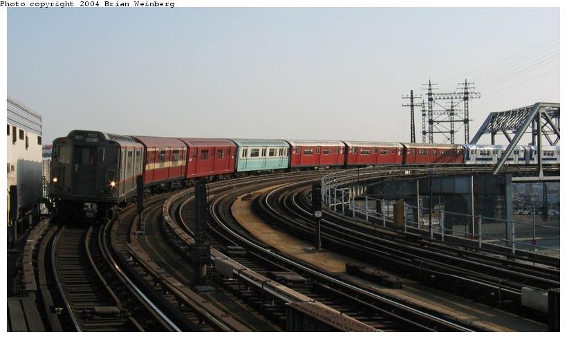 (63k, 820x490)<br><b>Country:</b> United States<br><b>City:</b> New York<br><b>System:</b> New York City Transit<br><b>Line:</b> IRT Pelham Line<br><b>Location:</b> Whitlock Avenue<br><b>Route:</b> Fan Trip<br><b>Car:</b> R-12 (American Car & Foundry, 1948) 5760 <br><b>Photo by:</b> Brian Weinberg<br><b>Date:</b> 4/18/2004<br><b>Viewed (this week/total):</b> 2 / 7545