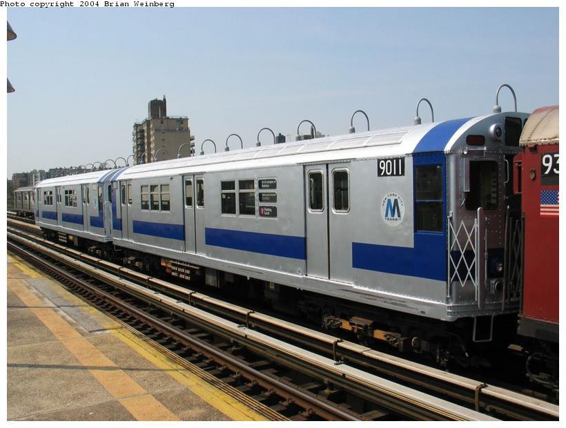 (83k, 820x620)<br><b>Country:</b> United States<br><b>City:</b> New York<br><b>System:</b> New York City Transit<br><b>Line:</b> IRT West Side Line<br><b>Location:</b> 238th Street<br><b>Route:</b> Fan Trip<br><b>Car:</b> R-33 Main Line (St. Louis, 1962-63) 9011 <br><b>Photo by:</b> Brian Weinberg<br><b>Date:</b> 4/18/2004<br><b>Viewed (this week/total):</b> 1 / 3666