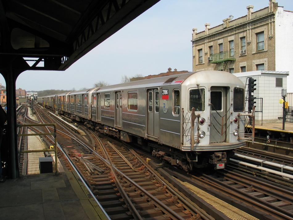(118k, 950x713)<br><b>Country:</b> United States<br><b>City:</b> New York<br><b>System:</b> New York City Transit<br><b>Line:</b> IRT West Side Line<br><b>Location:</b> 238th Street<br><b>Route:</b> 1<br><b>Car:</b> R-62A (Bombardier, 1984-1987) 2186 <br><b>Photo by:</b> David of Broadway<br><b>Date:</b> 4/18/2004<br><b>Viewed (this week/total):</b> 2 / 3914