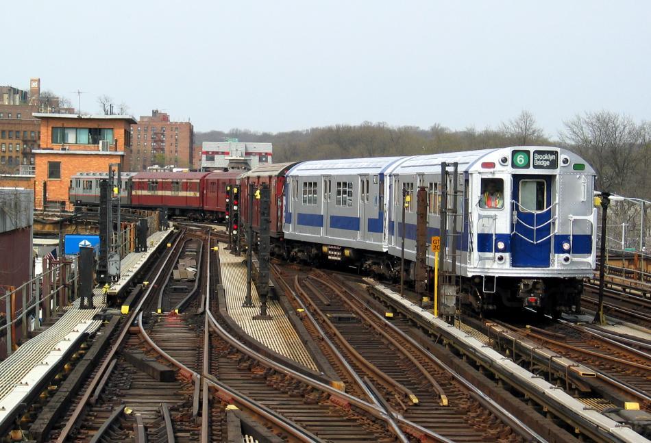 (111k, 950x647)<br><b>Country:</b> United States<br><b>City:</b> New York<br><b>System:</b> New York City Transit<br><b>Line:</b> IRT West Side Line<br><b>Location:</b> 238th Street<br><b>Route:</b> Fan Trip<br><b>Car:</b> R-33 Main Line (St. Louis, 1962-63) 9010 <br><b>Photo by:</b> David of Broadway<br><b>Date:</b> 4/18/2004<br><b>Viewed (this week/total):</b> 3 / 5138