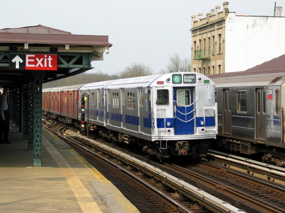 (105k, 949x712)<br><b>Country:</b> United States<br><b>City:</b> New York<br><b>System:</b> New York City Transit<br><b>Line:</b> IRT West Side Line<br><b>Location:</b> 238th Street<br><b>Route:</b> Fan Trip<br><b>Car:</b> R-33 Main Line (St. Louis, 1962-63) 9010 <br><b>Photo by:</b> David of Broadway<br><b>Date:</b> 4/18/2004<br><b>Viewed (this week/total):</b> 3 / 4005