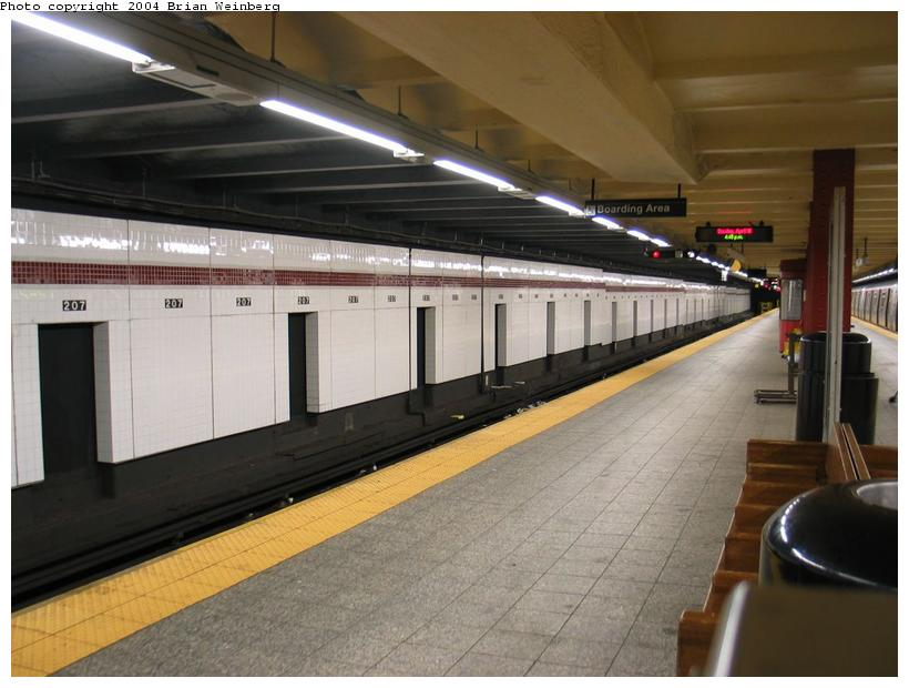 (75k, 820x620)<br><b>Country:</b> United States<br><b>City:</b> New York<br><b>System:</b> New York City Transit<br><b>Line:</b> IND 8th Avenue Line<br><b>Location:</b> 207th Street<br><b>Photo by:</b> Brian Weinberg<br><b>Date:</b> 4/18/2004<br><b>Viewed (this week/total):</b> 1 / 5620