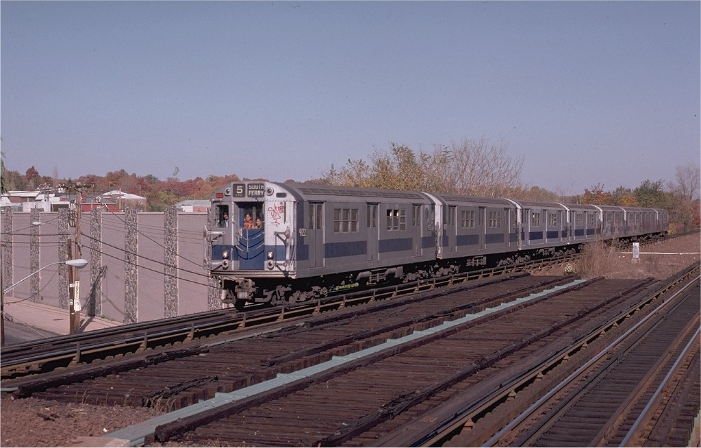 (191k, 1024x654)<br><b>Country:</b> United States<br><b>City:</b> New York<br><b>System:</b> New York City Transit<br><b>Line:</b> IRT Dyre Ave. Line<br><b>Location:</b> Baychester Avenue<br><b>Route:</b> 5<br><b>Car:</b> R-33 Main Line (St. Louis, 1962-63) 9122 <br><b>Collection of:</b> Joe Testagrose<br><b>Date:</b> 10/27/1974<br><b>Viewed (this week/total):</b> 0 / 5974