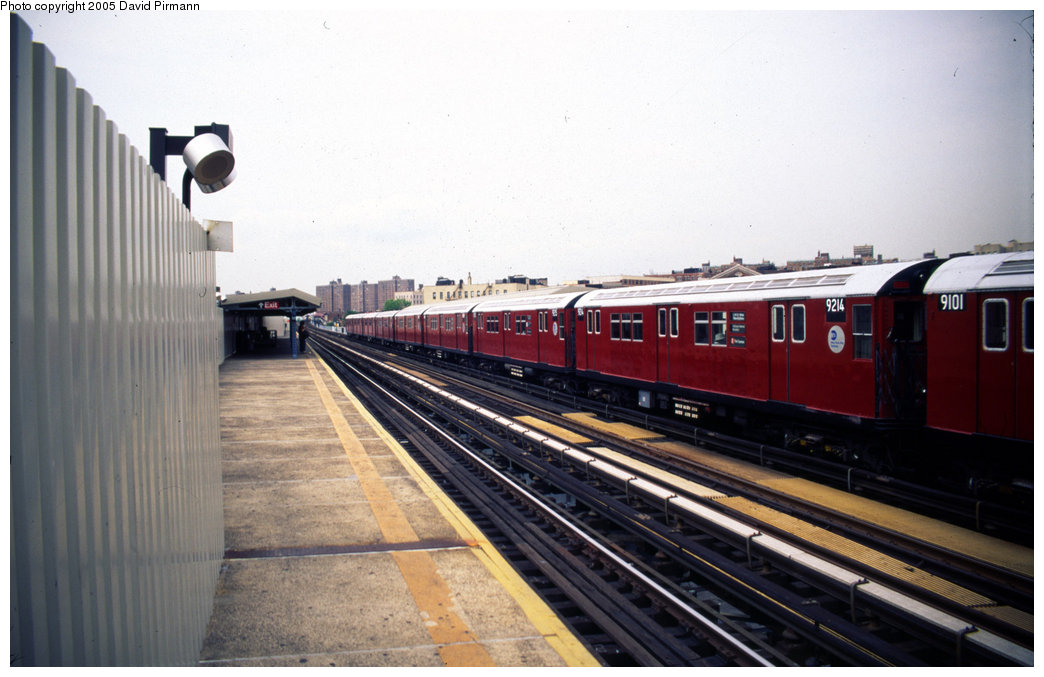 (163k, 1044x677)<br><b>Country:</b> United States<br><b>City:</b> New York<br><b>System:</b> New York City Transit<br><b>Line:</b> IRT White Plains Road Line<br><b>Location:</b> Prospect Avenue<br><b>Car:</b> R-33 Main Line (St. Louis, 1962-63) 9214 <br><b>Photo by:</b> David Pirmann<br><b>Date:</b> 7/21/1999<br><b>Viewed (this week/total):</b> 2 / 4989