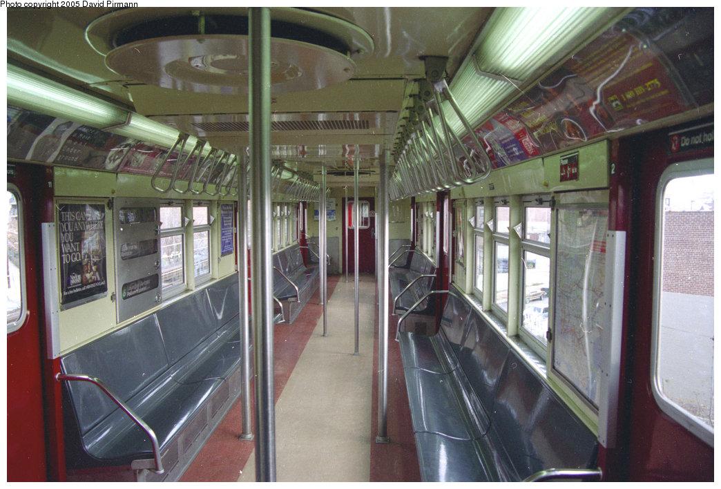 (209k, 1044x708)<br><b>Country:</b> United States<br><b>City:</b> New York<br><b>System:</b> New York City Transit<br><b>Car:</b> R-33 Main Line (St. Louis, 1962-63) Interior <br><b>Photo by:</b> David Pirmann<br><b>Date:</b> 11/18/1995<br><b>Viewed (this week/total):</b> 9 / 17603
