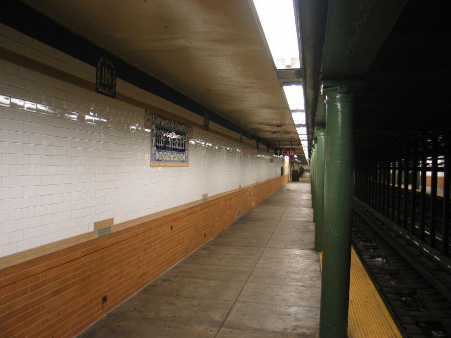 (75k, 909x682)<br><b>Country:</b> United States<br><b>City:</b> New York<br><b>System:</b> New York City Transit<br><b>Line:</b> IRT Lenox Avenue Line<br><b>Location:</b> 116th Street<br><b>Photo by:</b> Brian Weinberg<br><b>Date:</b> 5/17/2004<br><b>Viewed (this week/total):</b> 0 / 4182