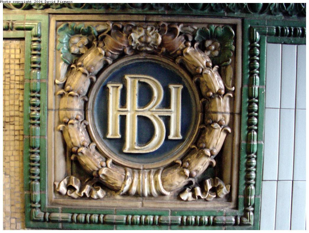 (160k, 1044x788)<br><b>Country:</b> United States<br><b>City:</b> New York<br><b>System:</b> New York City Transit<br><b>Line:</b> IRT Brooklyn Line<br><b>Location:</b> Borough Hall (East Side Branch)<br><b>Photo by:</b> David Pirmann<br><b>Date:</b> 3/12/2000<br><b>Viewed (this week/total):</b> 0 / 4252