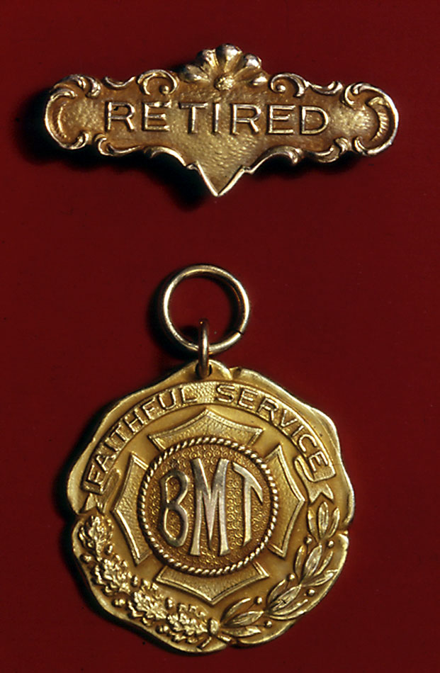 (121k, 621x950)<br><b>Country:</b> United States<br><b>City:</b> New York<br><b>System:</b> New York City Transit<br><b>Collection of:</b> George Cuhaj<br><b>Notes:</b> BMT retirement medal, 1920s; Obverse<br><b>Viewed (this week/total):</b> 4 / 6260